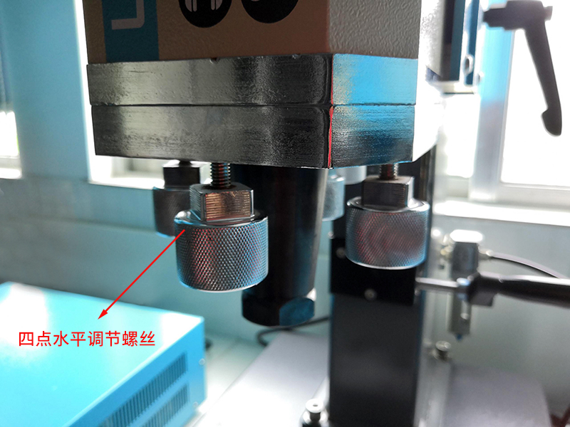 超声波焊接机细节-四点水平螺丝调节