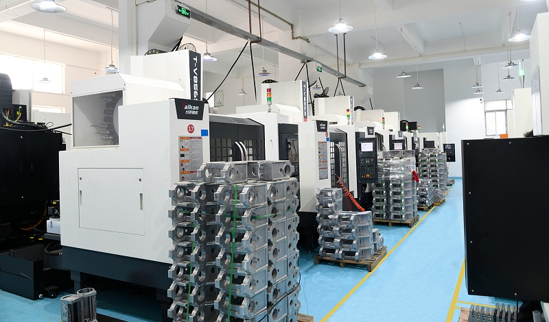 灵科超声波CNC加工车间