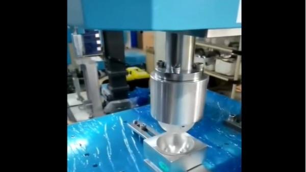 灵科-旋转摩擦焊接机焊接塑料件