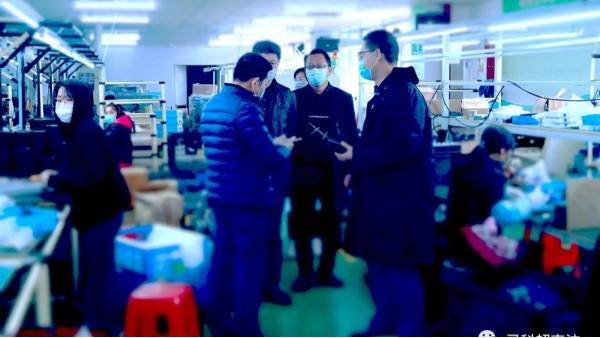 """""""抗疫生产两手抓""""南屏镇委李书记带队到灵科超声波指导工作"""