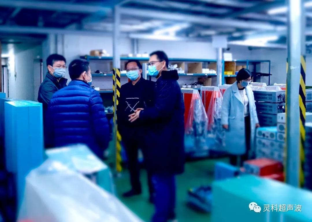 南屏镇委李书记考察灵科口罩机设备生产供应