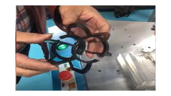 灵科超声波焊接机焊接小型灯饰外罩